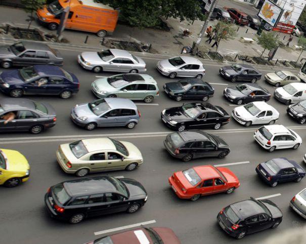 Guvernul vrea să interzică şoferilor dreptul de a circula dacă nu înscriu contractul de vânzare-cumpărare al maşinii