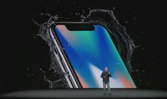 Imaginea articolului Dezastrul lansării noilor iPhone-uri loveşte puternic furnizorii Apple. Scăderi pe bursă de peste 10% pentru firmele care produc componente pentru iPhone-uri