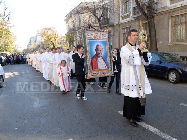 Cluj: Moaşte ale Sfântului Ioan Paul al II-lea, expuse în Catedrala `Schimbarea la Faţă`