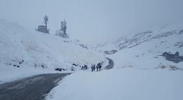Zăpadă de jumătate de metru şi viscol în Munţii Bucegi - VIDEO, FOTO
