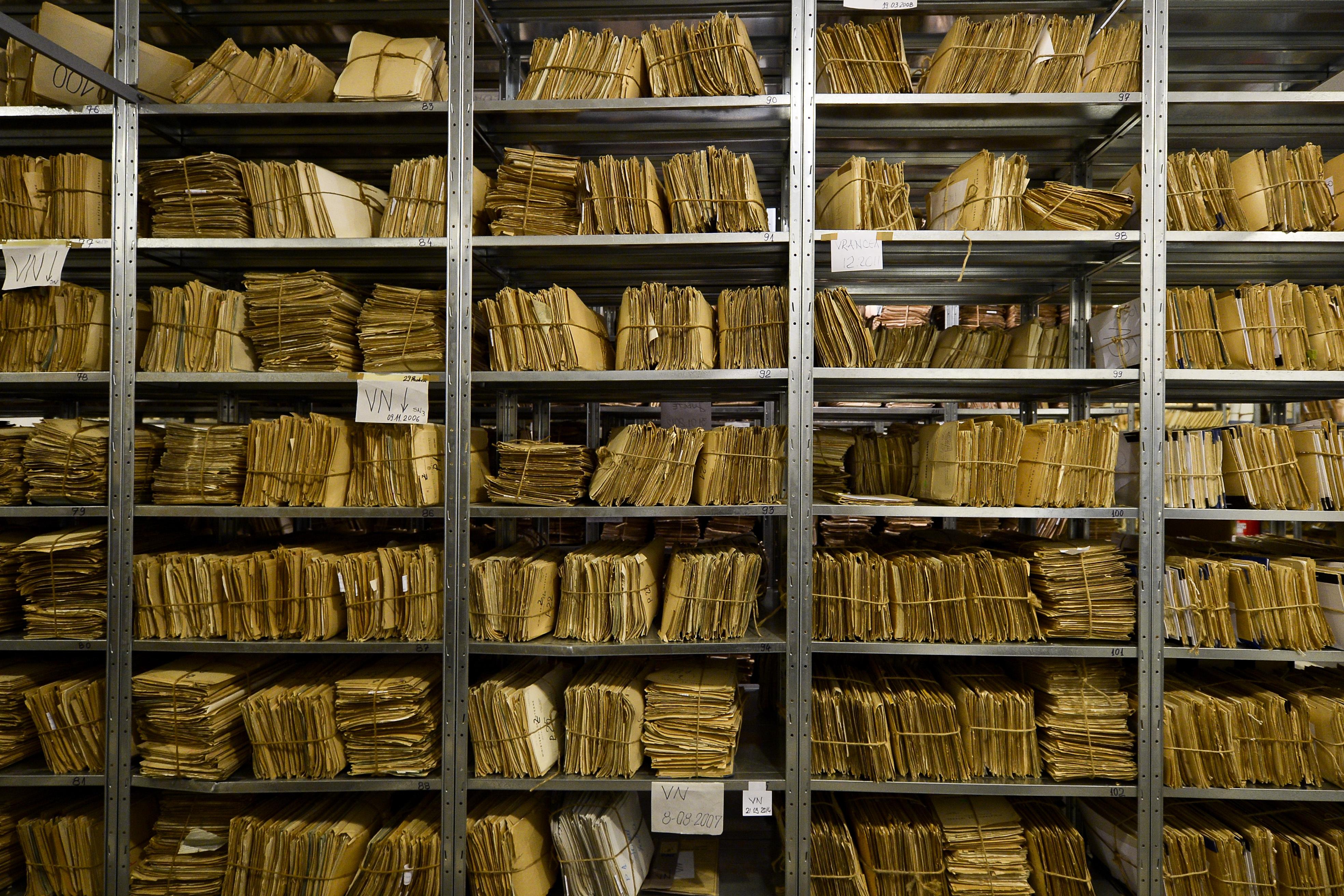 Mirel Curea, în Comisia SIPA: Nişte avocaţi au fost şantajaţi cu informaţii din arhivă/ Dan Andronic, la Comisia SIPA: Au fost copiate 3000 de pagini din arhivă
