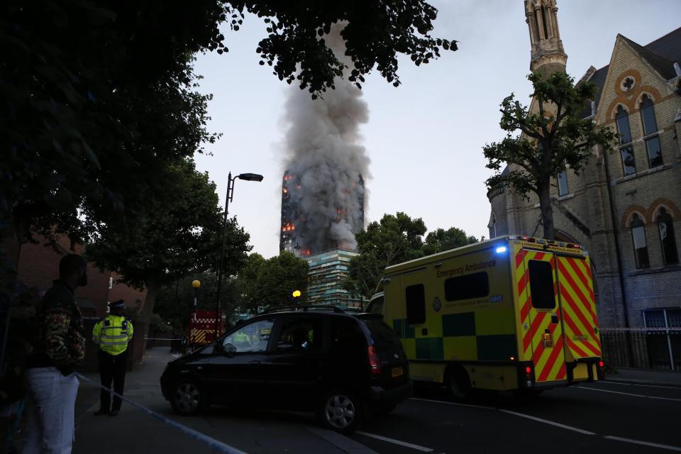 Poliţia londoneză a identificat abia acum 71 de morţi ai tragicului incendiu din Grenfell Tower