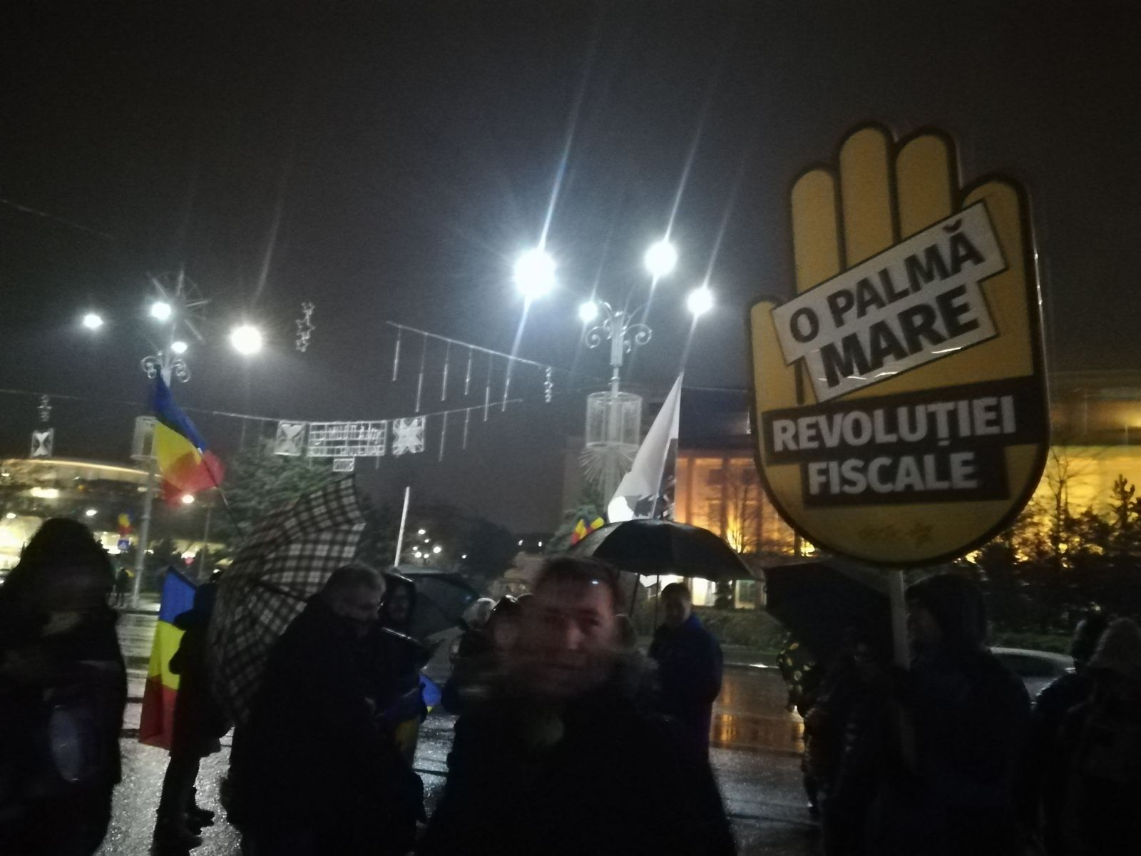 Protest la Parlament împotriva adoptării legilor justiţiei / Protestatarii s-au îmbrâncit cu jandarmii