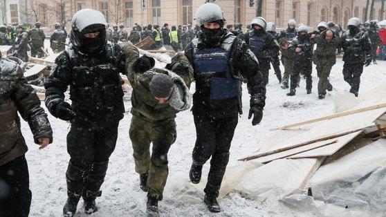 Imaginea articolului Confruntări la KIEV între forţele de ordine şi protestatarii din faţa Parlamentului. Tensiunile, pe fondul expulzării lui Mihail Saakaşvili