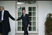 Reacţiile amicale ale preşedintelui Trump faţă de Emmanuel Macron, subiecte de ironie pe Internet. Cum s-a văzut vizita preşedintelui francez la Washington, în imagini