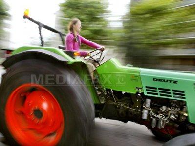 #JobInRomania - Salariile tractoriştilor pot ajunge şi la 1.000 de euro lunar, dar tinerii fug de astfel de meserii