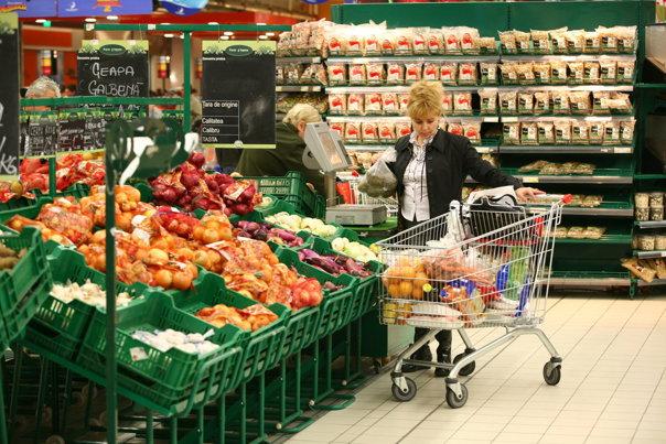 Imaginea articolului Românii la cumpărături: Grăbiţi, fără listă, într-un singur magazin, se încadrează în buget