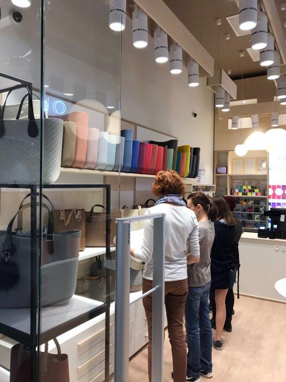 Imaginea articolului GALERIE FOTO Un brand italian de genţi a deschis un magazin în Bucureşt. Investiţia, de peste 100.000 de euro