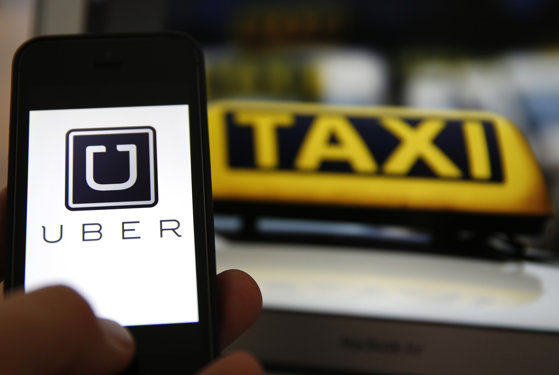Imaginea articolului ANALIZĂ Taxi contra Uber, un conflict care se va stinge doar prin relaxarea normelor din transporturi