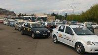 Imaginea articolului GALERIE FOTO, VIDEO Peste 300 de taximetrişti în marş cu maşinile prin oraş cerând ca Uber să plece din România