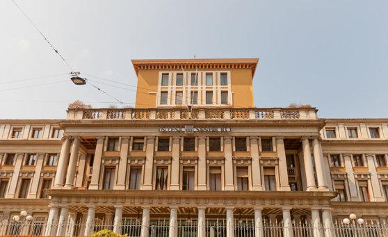 Imaginea articolului Decizia Italiei după avertismentul BCE. Intesa preia activele sănătoase de la Veneto şi Banca Popolare şi vrea să închidă 600 de filiale şi să taie 3.900 de locuri de muncă