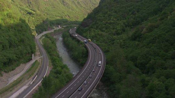 Imaginea articolului Lungimea în kilometri a promisiunilor neonorate| În ultimii 25 de ani, miniştrii Transporturilor s-au lăudat cu construcţia a cel puţin 10.000 km de autostrăzi. La momentul actual, avem mai puţin de 750 km