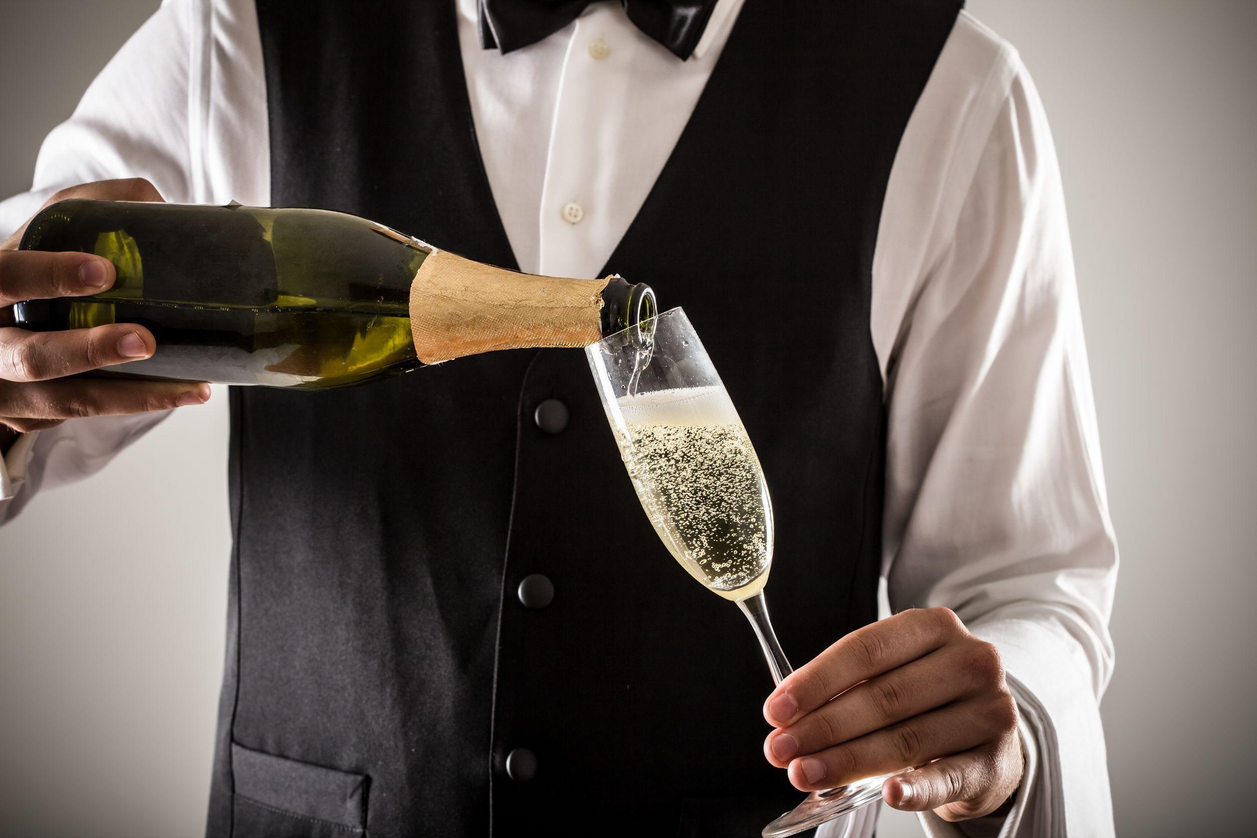 Peste 40.000 de sticle de `şampanie sovietică`, confiscate la vamă pentru folosirea cuvântului care aduce atingere denumirii geografice `Champagne`