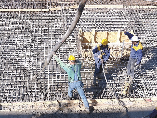 O nouă decizie a guvernului: Munca la negru nu se mai pedepseşte cu închisoarea pentru angajatori. Ce SANCŢIUNE a instituit executivul