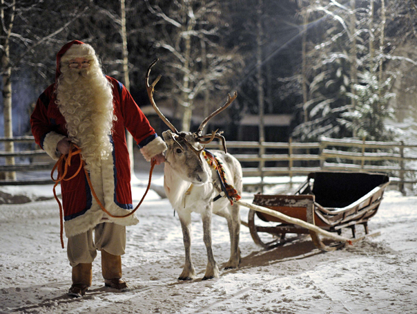 Imaginea articolului Unii îşi fac vara sanie. Hotelierii din Laponia cred că Moş Crăciun va primi acasă un număr record de vizite în sezonul 2017