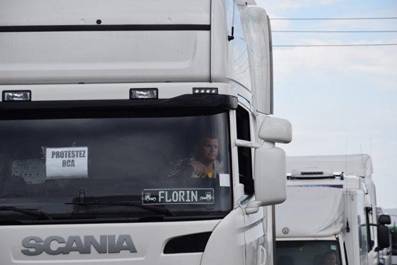Imaginea articolului Transportatorii vor să protesteze, joi, la venirea preşedintelui Emmanuel Macron în România, din cauza salariului minim aplicat celor care livrează în Franţa