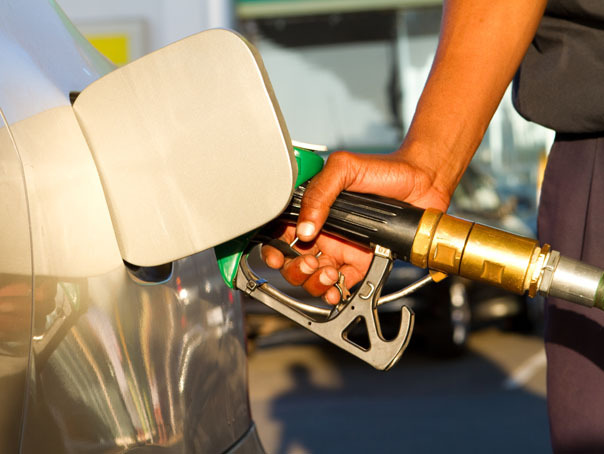 La 1 octombrie intră în vigoare a doua etapă de creştere a accizelor la carburanţi. Preţurile au trecut de 5 lei/litru