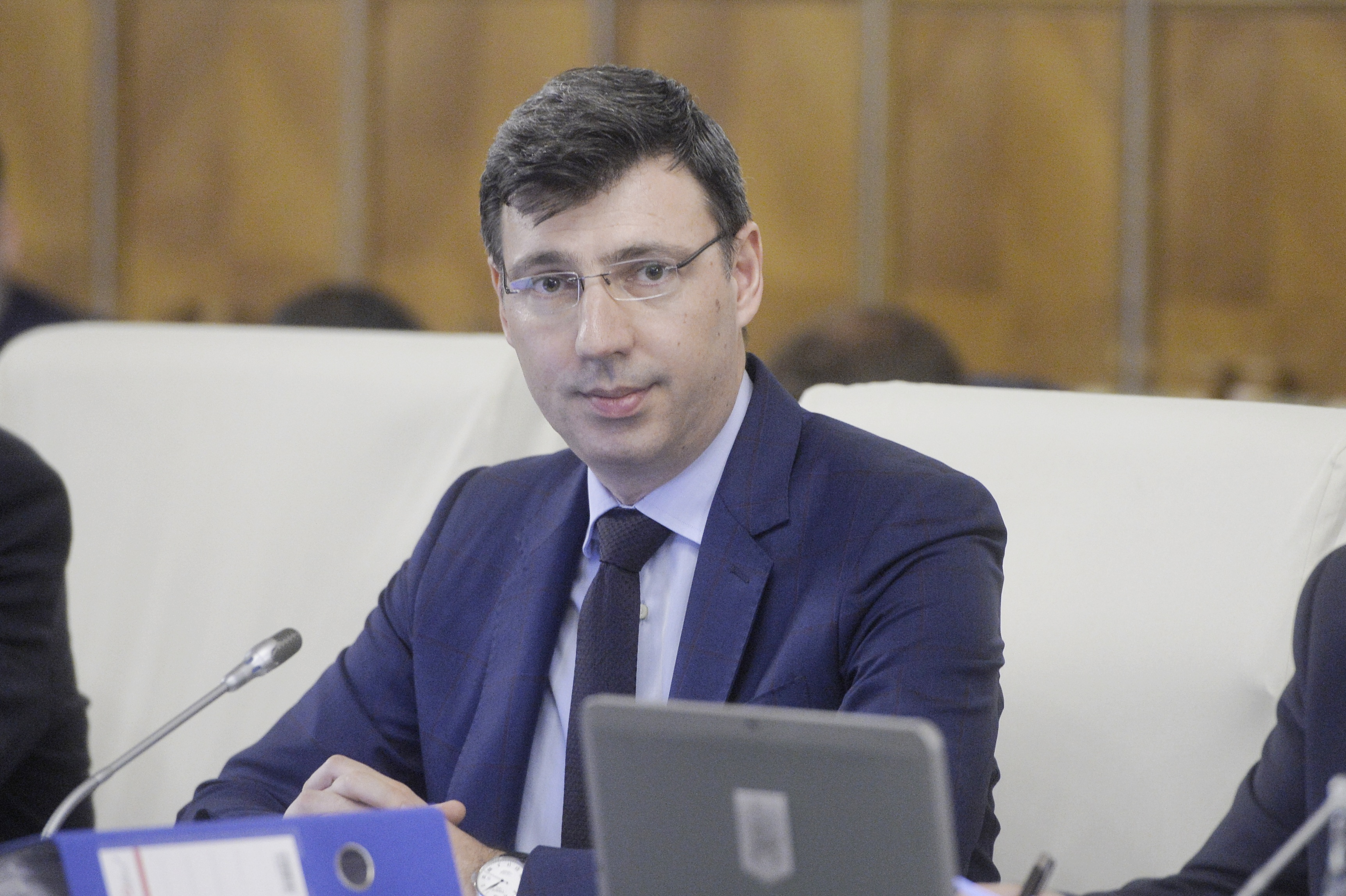 Ministrul Mişa despre taxa de solidaritate: Un procent de 90% merge la bugetul de stat / Finanţele: Contribuţia pentru solidaritate socială `nu este o taxă nouă`