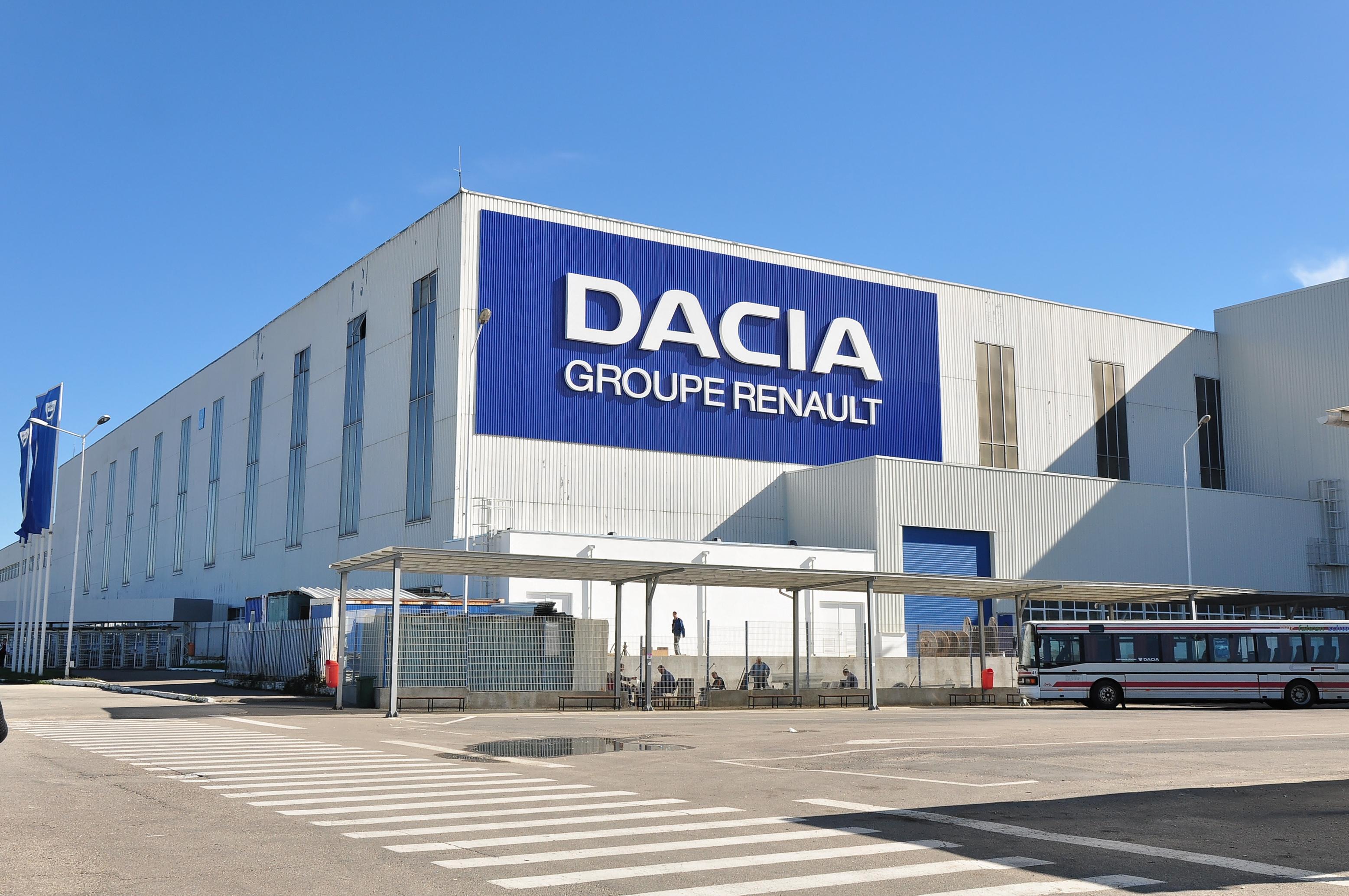 Sindicatul Automobile Dacia pregăteşte un miting de amploare cu 8.000 de angajaţi