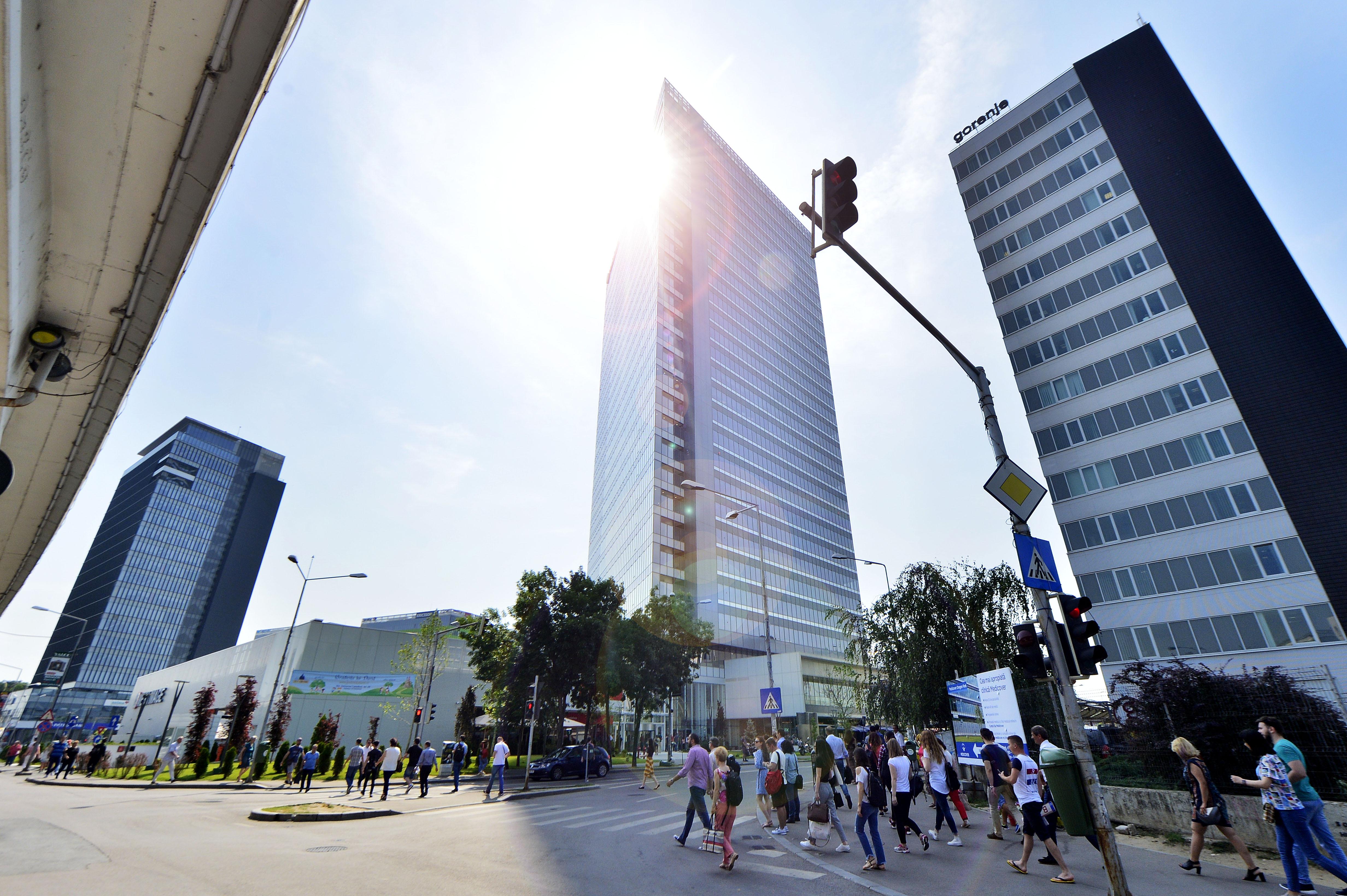Financial Times: Investitorii, preocupaţi de măsurile privind managementul corporativ adoptate de România