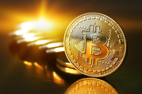 Imaginea articolului Bitcoin a trecut de 12.000 de dolari, o creştere anuală de peste 1.100%