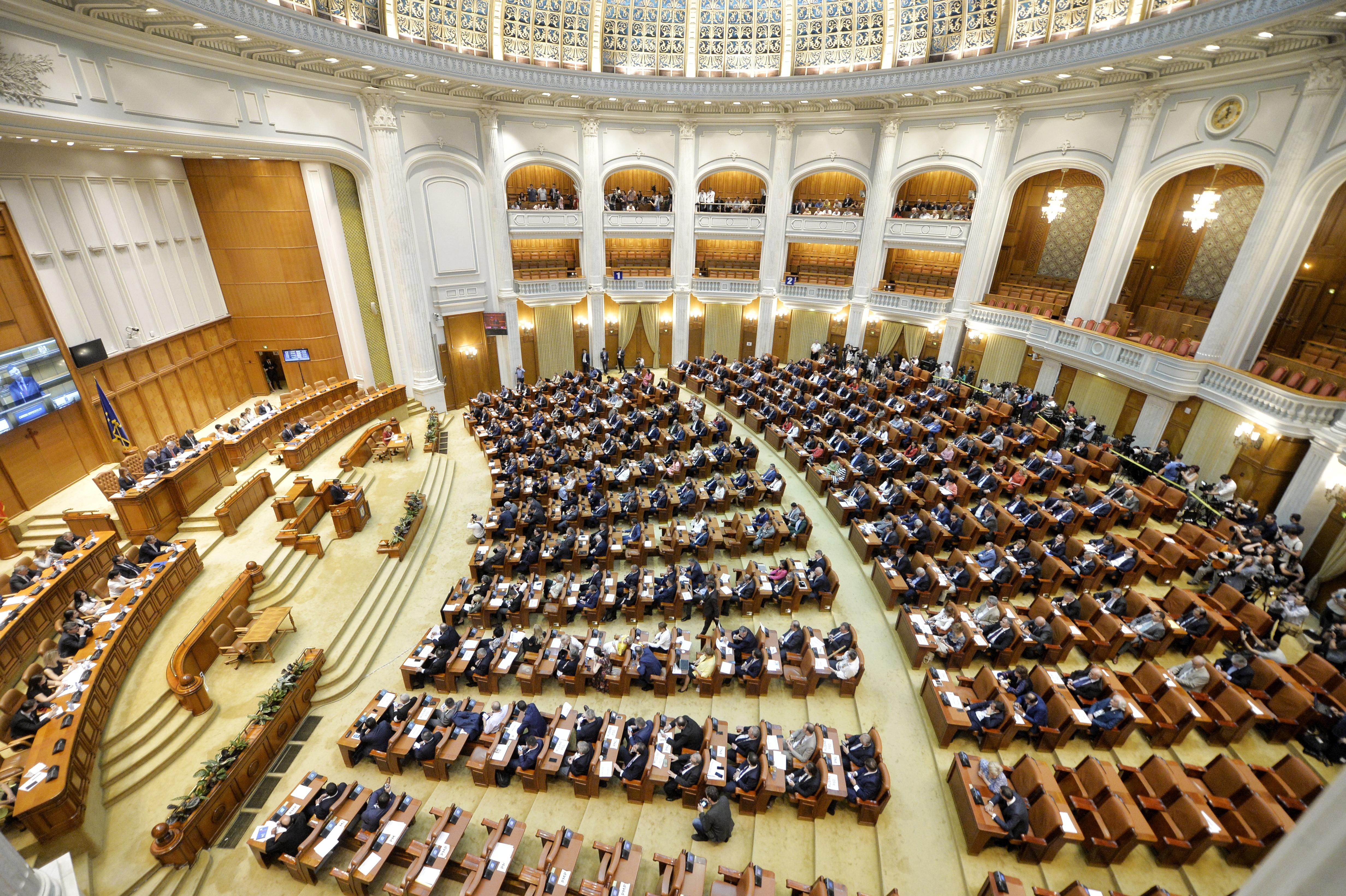Proiectul de buget pe anul 2018 a fost adoptat, fiind construit pe o creştere economică de 5,5%/ Tudose: Împreună cu Parlamentul vom aplica bugetul, iar rezultatele nu vor întârzia să apară
