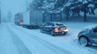 România, SUB NĂMEŢI. În cazul unor ninsori abundente, peste 75% din drumuri ar rămâne BLOCATE/ Situaţia REALĂ