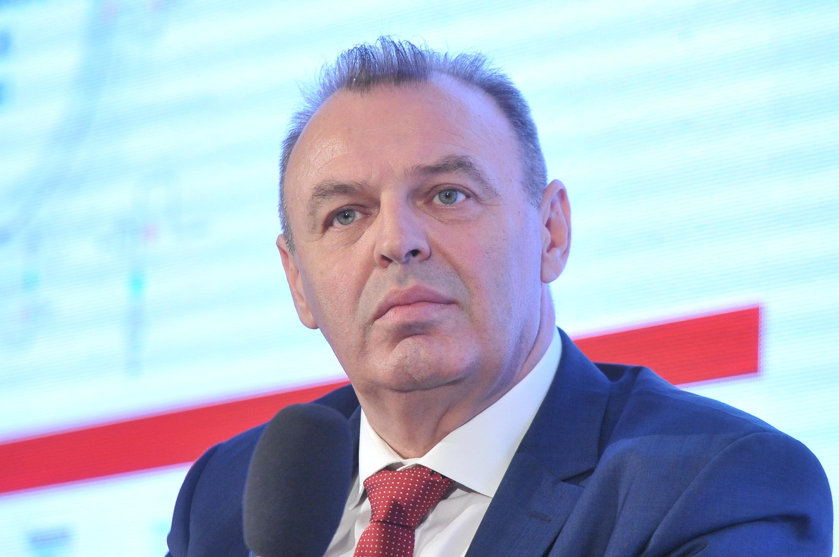 Lucian Şova, al treilea ministru la Transporturi: Minutul unui ministru este prea scump pentru a petrece ore în şir călătorind către diverse şantiere