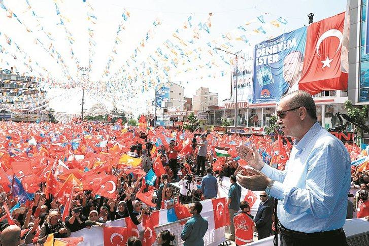 Imaginea articolului ZF: Turcia lui Erdogan, o ţară în stare de urgenţă, cu o economie în creştere explozivă dar hrănită cu datorie, cu o inflaţie puternică şi în luptă cu agenţiile de rating