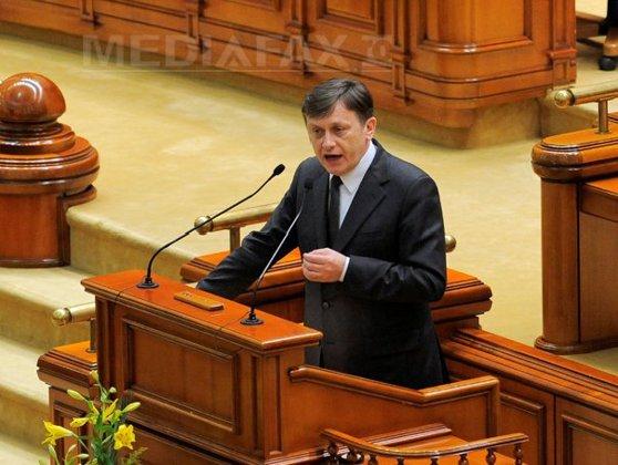 Imaginea articolului Crin Antonescu A DEMISIONAT din funcţia de preşedinte al Senatului şi cere DEMISIA lui Ponta/ Ponta, despre demisia lui Antonescu: S-a sinucis!