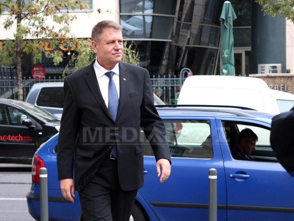 REPORTAJ: Vizita lui Iohannis �n fieful lui Dragnea, miting improvizat �n spatele unor blocuri - VIDEO