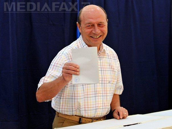 Basescu: Nu merg la vot �n turul II daca ram�n Ponta si Iohannis, am�ndoi sunt oportunisti, corupti