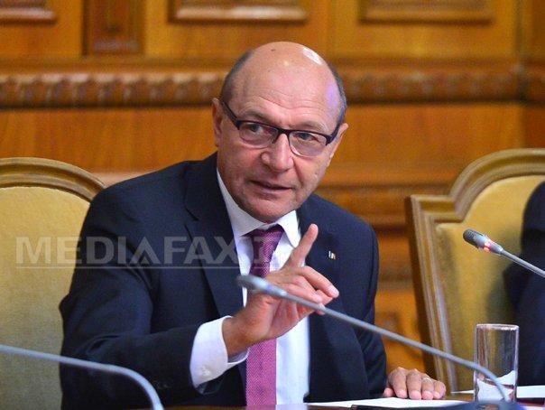 Basescu respinge o lege care mentine criteriul demografic pentru �nfiintarea farmaciilor