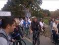 Imaginea articolului Iohannis a parcurs distanţa de la partid la Parlament pe bicicletă, însoţit de tineri şi parlamentari - VIDEO