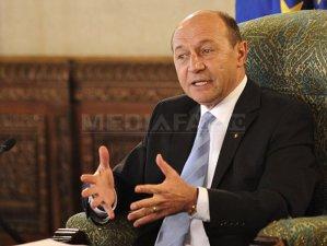 Imaginea articolului Băsescu: Le-am cerut serviciilor să îmi spună al cui filaj este în cazul Bica-Udrea-Topoliceanu. Evident că Bica e cea care a fost urmărită, Udrea a devenit de interes ulterior