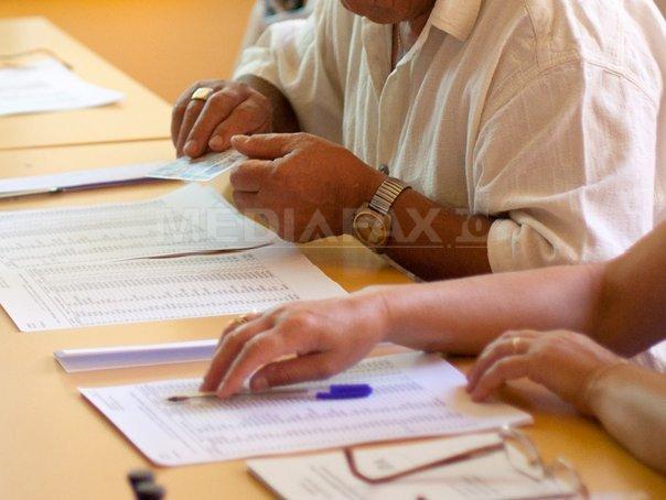 INCIDENTE ALEGERI PREZIDENŢIALE 2014 - Presedintele unei sectii de votare din Gorj, cercetat penal. �n Resita ar lipsi 400 de buletine de vot - LIVE TEXT