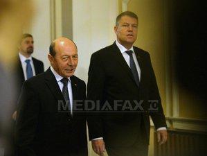"""Vestea pe care Iohannis a primit-o de la Băsescu cu doar câteva ore înainte să devină preşedinte: """"Mandatul preşedintelui nu se poate..."""""""