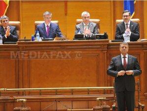 """Imaginea articolului Iohannis a depus jurământul în Parlament: """"Voi fi preşedintele tuturor românilor. Nu există altă cale pentru România decât aceea a unei ţări eliberate de corupţie"""". Iohannis a primit Colanul de aur al Ordinului"""