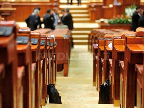 Imaginea articolului Proiect: Parlamentarii cu funcţii în societăţi, incompatibili doar dacă au activităţi conform ANAF