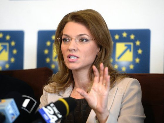 Imaginea articolului Gorghiu: Nu exclud discuţii cu Monica Macovei sau Nicuşor Dan. Va fi cea mai MIZERABILĂ campanie