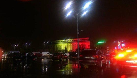 Imaginea articolului În semn de solidaritate cu Belgia, Palatul Victoria a fost luminat în culorile steagului belgian