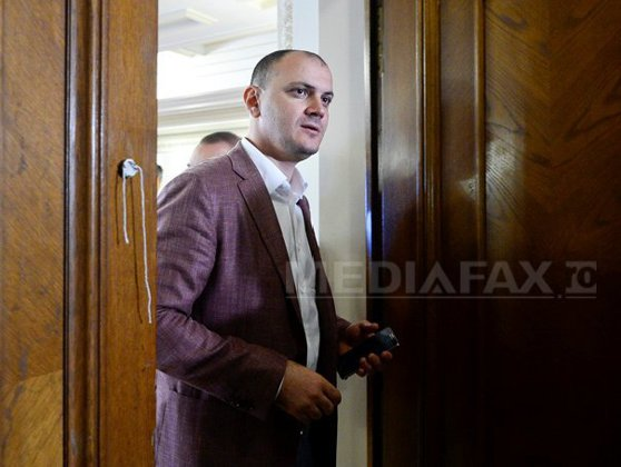 """Imaginea articolului Comisia Juridică decide marţi ce aviz dă cererii DNA în cazul lui Sebastian Ghiţă. DNA: Ghiţă oferea o """"bucăţică de putere"""" pentru protecţie. Cum dirija deputatul instituţiile publice din Prahova"""