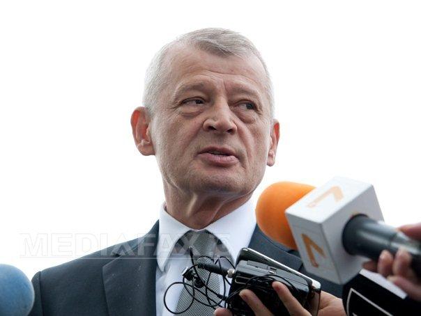 Fostul primar al Capitalei, Sorin Oprescu, reacţionează la declaraţia Gabrielei Firea: Întotdeauna încerci să te caţeri pe predecesor. Înţeleg, până la un punct