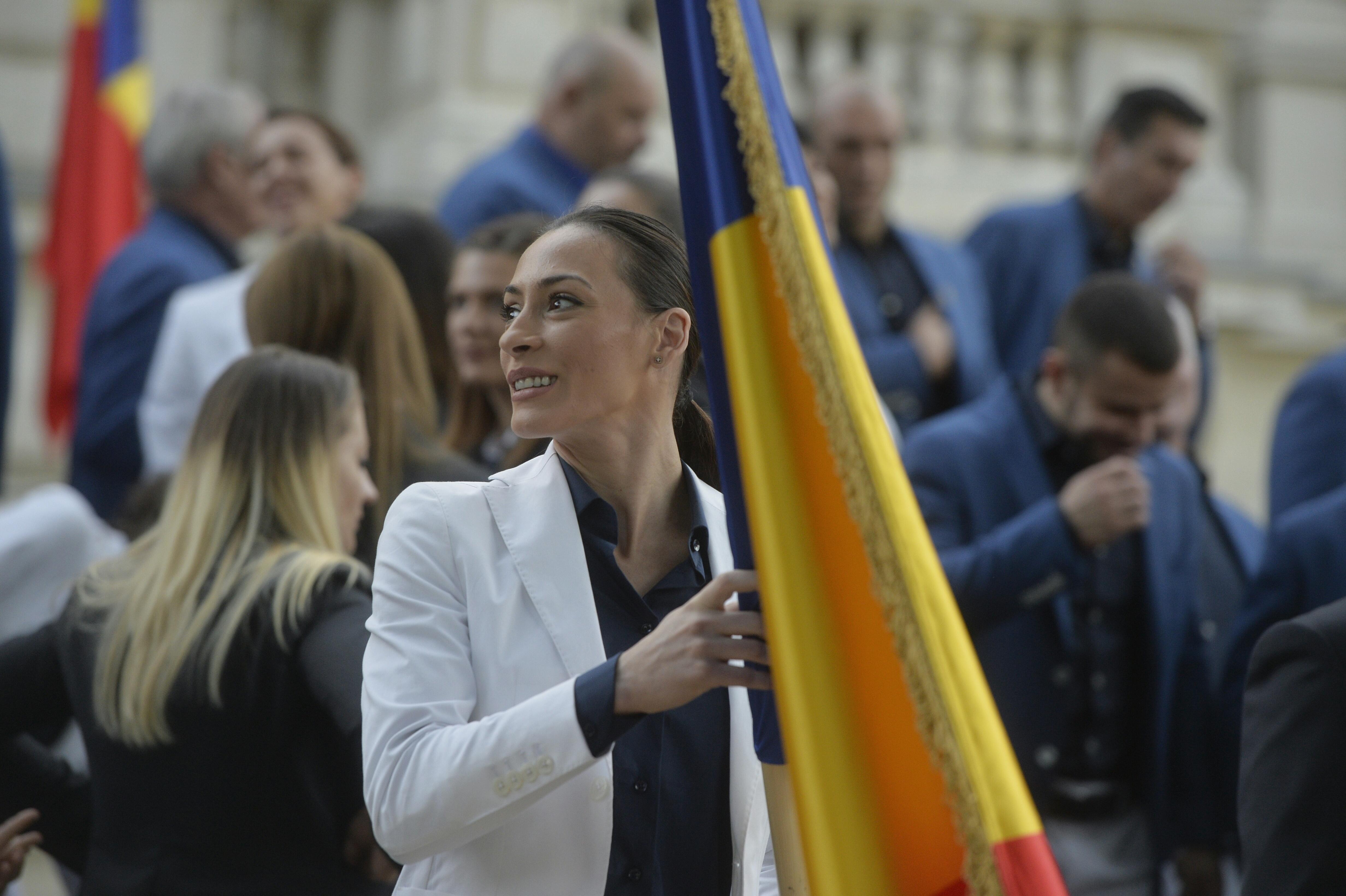 """Cătălina Ponor, pe lista candidaţilor la alegerile pentru Camera Deputaţilor: """"Mâine va şti toată lumea dacă voi candida sau nu, momentan sunt doar vorbe"""""""