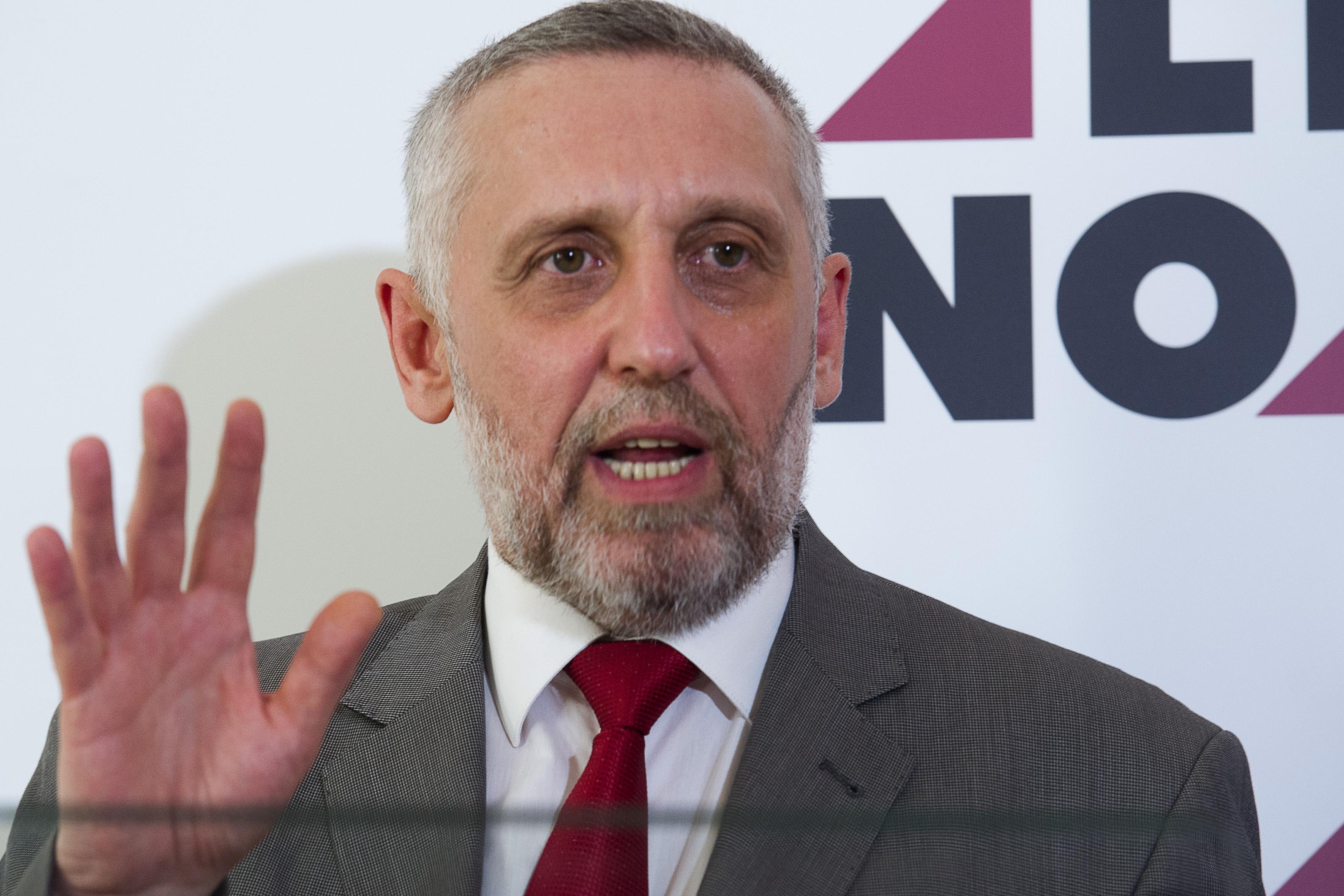 CNSAS: Marian Munteanu a semnat angajament cu Securitatea şi a turnat un an, sub numele de cod `Ioan`. De ce verdictul este `necolaborare`