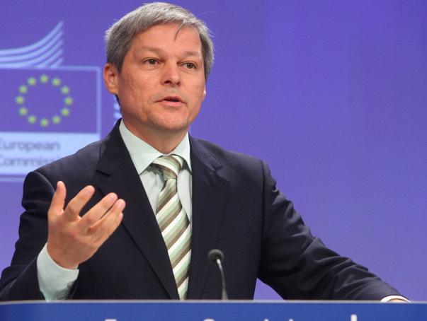 """Imaginea articolului Dacian Cioloş, ofensator la adresa unei televiziuni: """"Sunt anumite plante care cresc în mocirlă, iei cizme, faci duş""""/ Ce a spus despre intrarea în politică şi posibilul guvern după 11 decembrie"""