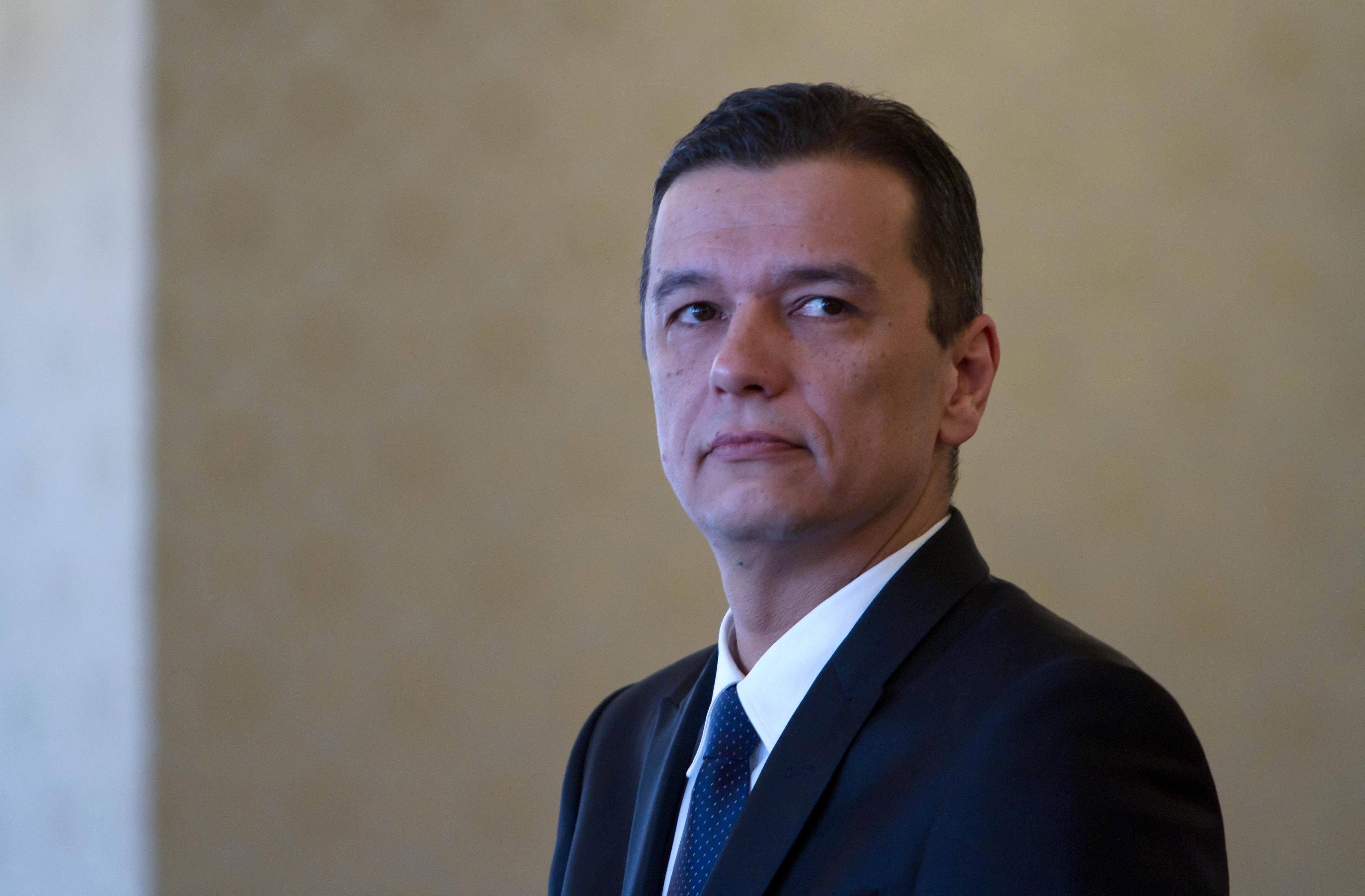 """Ghinea: Lui Grindeanu i s-au arătat """"pisici"""" la Bruxelles, dar în conferinţa de presă a fost """"ninja"""""""