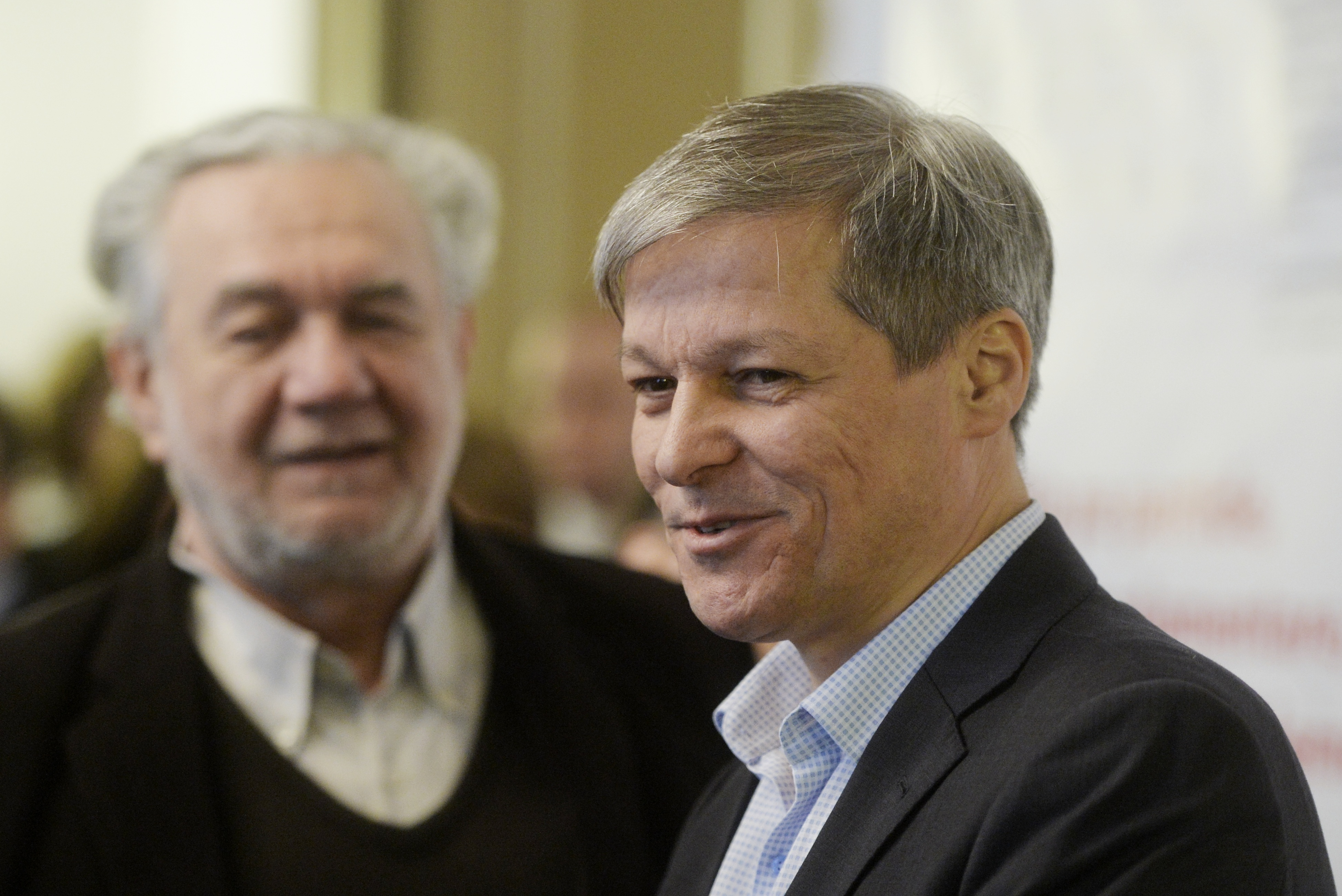 Dacian Cioloş: Mă gândesc serios la modul în care să ţin aproape echipa încropită anul trecut la guvernare
