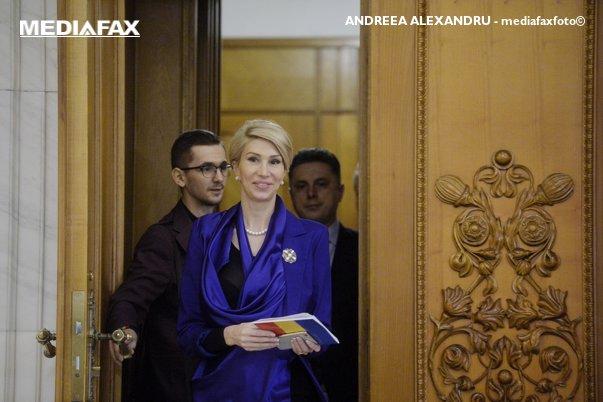 Imaginea articolului Raluca Turcan: Nu îl văd pe Liviu Dragnea în sală. I-ar fi tremurat mânuţa dacă ar fi votat OUG 14 şi OUG 13