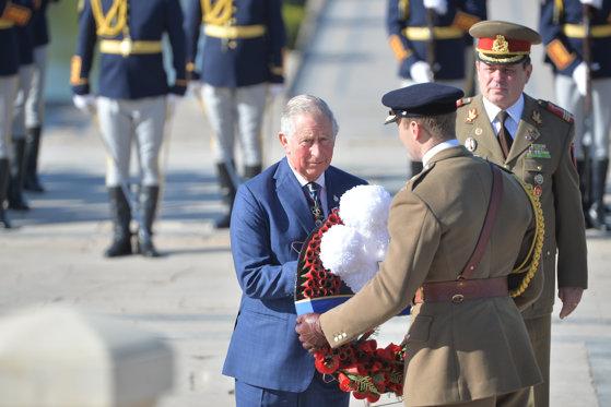 Imaginea articolului Prinţul  Charles a fost primit la Palatul Cotroceni de preşedintele Klaus Iohannis/ Moştenitorul Coroanei Britanice a depus flori la Mormântul Eroului Necunoscut